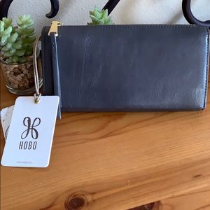NWT Hobo Clutch Wallet Graphite Leather 🌸